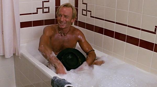 crocodile-dundee-paul-hogan-bathtub-scene-hat